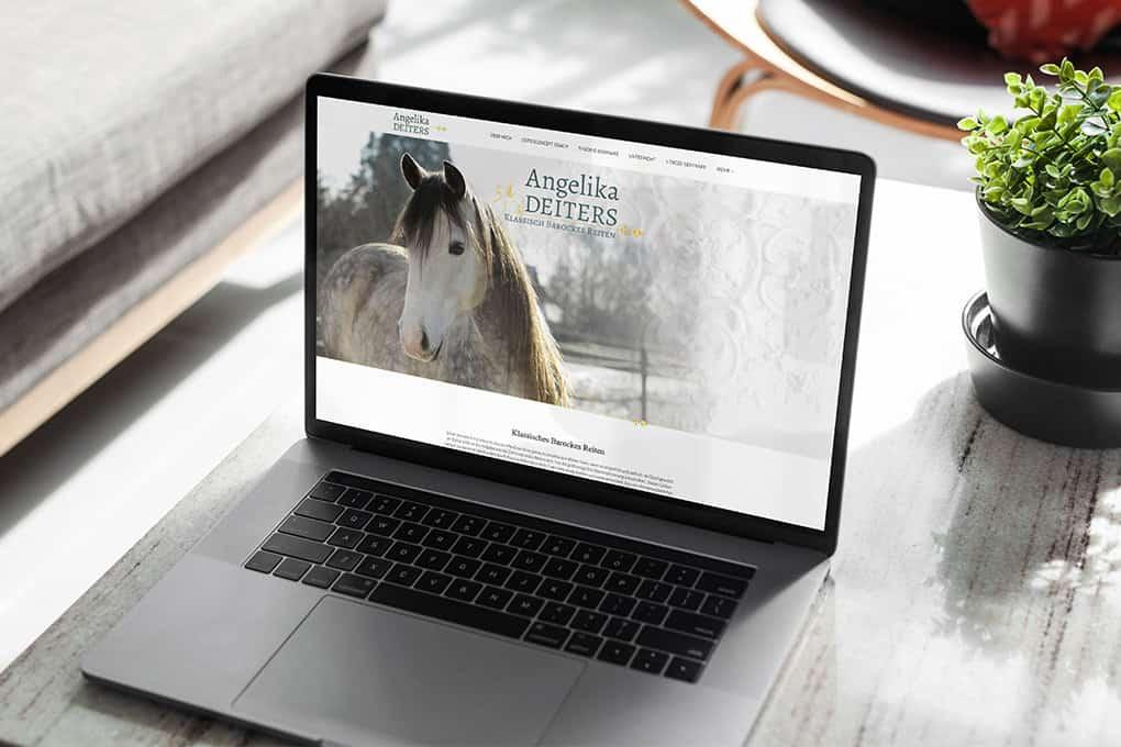 Pferdecoachwebseite auf Macbook