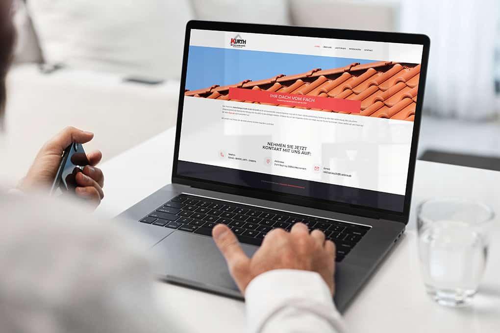 Dachdeckerwebseite auf Macbook