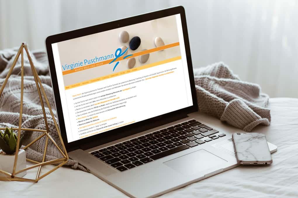 Webseite Reitschule auf Notebook